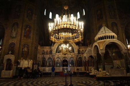 Impozantné interiéry Katedrály Alexandra Nevského - Oltár a trón