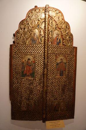 Bohato zdobené dvere - Múzeum v krypte Katedrály Alexandra Nevského