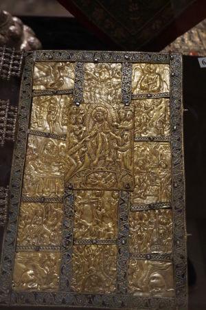 Výjavy z života Ježiša na obale knihy - Múzeum v krypte Katedrály Alexandra Nevského