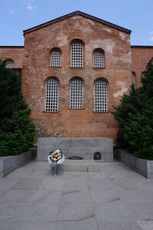 Chrám sv. Sofia (Hagia Sofia) s pamätníkom neznámeho vojaka