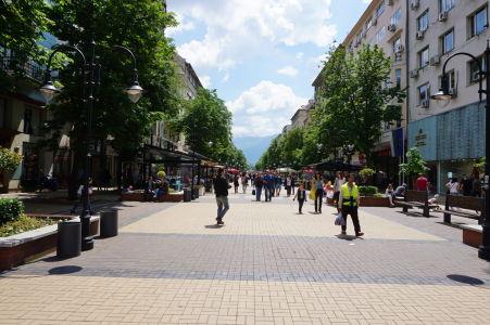 Ulica Vitoša, v pozadí rovnomenný vrch