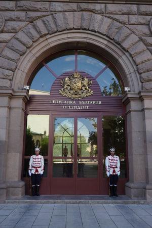 Čestná stráž pred sídlom prezidenta Bulharska