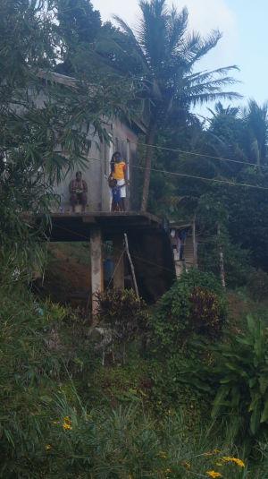 Prejazd horami stredom Grenady - Domček v horách