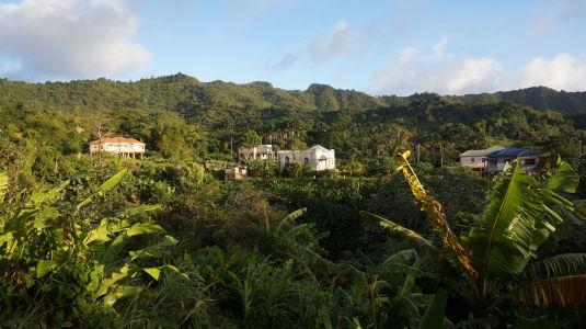 Prejazd horami stredom Grenady - Výhľad na domčeky v horách