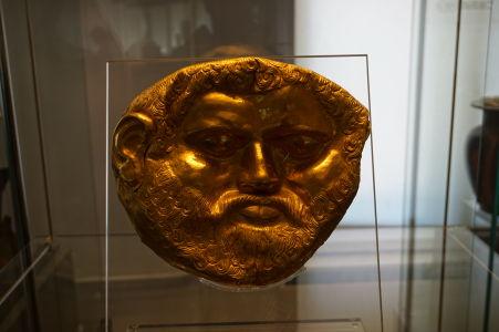 Zlatá posmrtná maska - Národné múzeum archeológie v Sofii