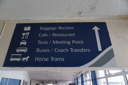 Z trajektového terminálu v Douglase sa dá dostať i konskou železnicou