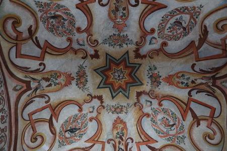 Zdobený južný vchod do kláštora Rila - Prírodné motívy