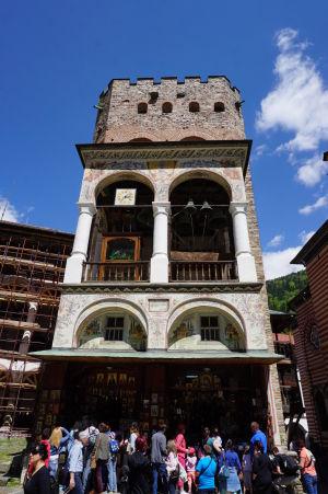 Zvonica a zároveň najstaršia stavba v kláštore - Veža Hrelja