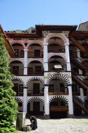 Kláštor v Rile - Rezidenčné priestory - Žije tu zhruba 30 mníchov