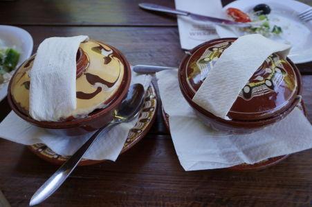 Tradičný spôsob servírovania jedla v Bulharsku