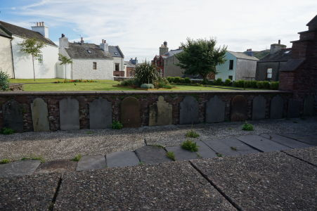 Ruiny Chrámu sv. Petra v Peeli - zvyšky hrobov