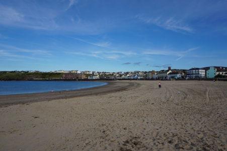 Piesočná pláž v meste Peel