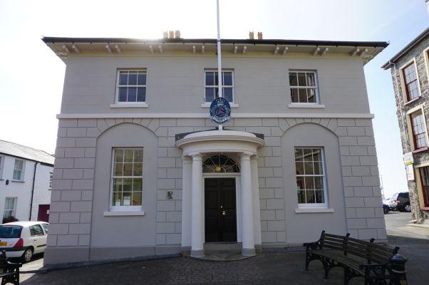 Ostrov Man, Castletown - The Old House of Keys - pôvodné sídlo Tynwaldu - najstaršieho nepretržite fungujúceho parlamentu na svete