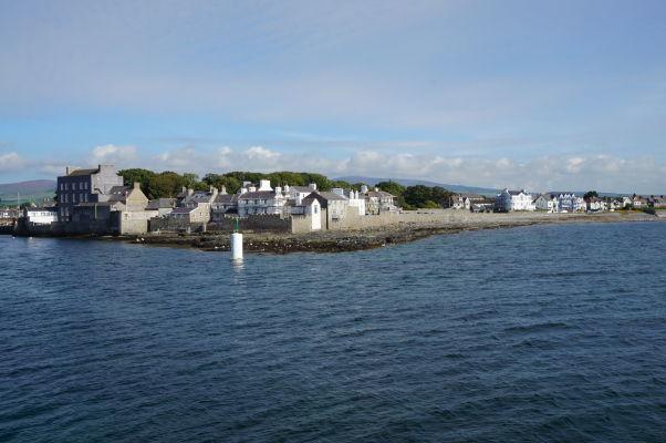 Pohľad na Castletown na ostrove Man z mora