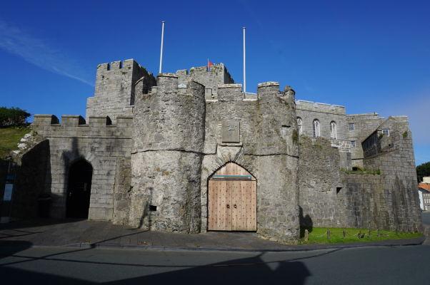 Hlavný vchod do hradu Rushen v meste Castletown na ostrove Man