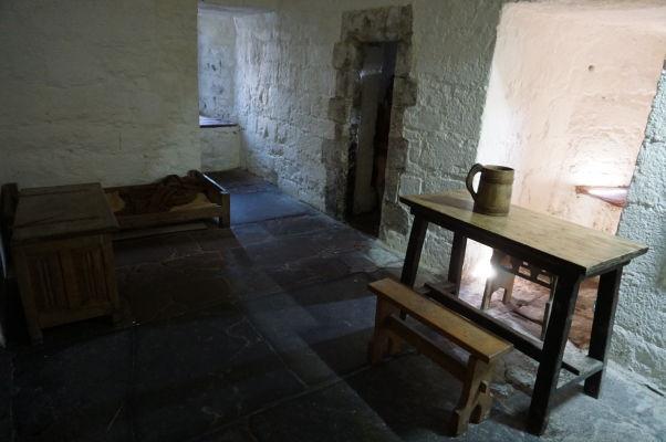Expozície na hrade Rushen v Castletowne na ostrove Man sa snažia návštevníkov oboznámiť so životom v stredovekej pevnosti