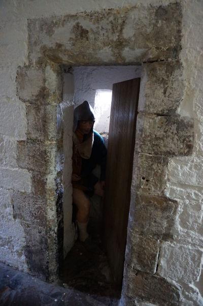 Expozície na hrade Rushen v Castletowne na ostrove Man sa snažia návštevníkov oboznámiť so životom v stredovekej pevnosti - a neopomínajú ani najzákladnejšie ľudské potreby obyvateľov