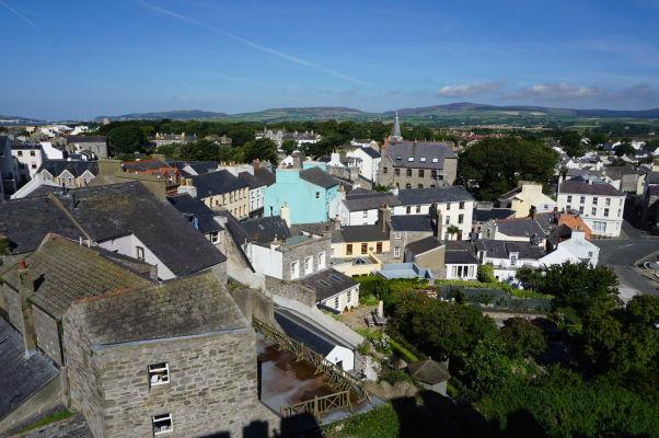 Výhľad na Castletown z hradu Rushen na ostrove Man