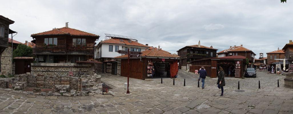 Námestíčko okolo Kostola sv. Sofie (Starej katedrály) v Nesebare