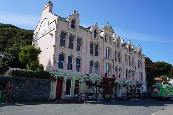Jeden z hotelov pri pláži v mestečku Port Erin na ostrove Man