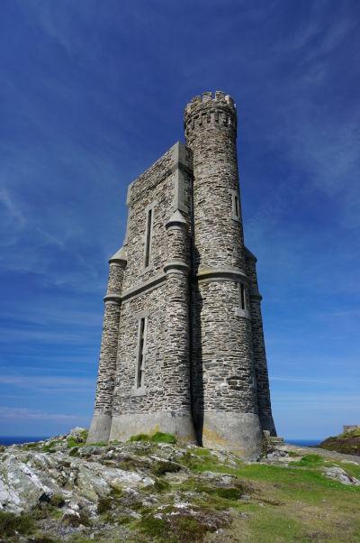 Milnerova veža na útese Bradda Head neďaleko mestečka Port Erin