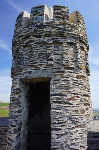 Vrchol Milnerovej veže na útese Bradda Head neďaleko mestečka Port Erin