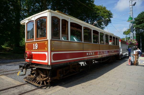 Vlak v Laxey elektrickej železnice obsluhujúcej východné pobrežie ostrova Man