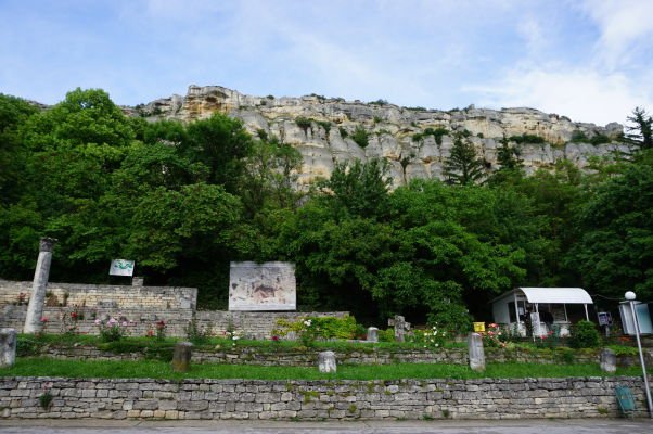 Skalisko na ktorom sa nachádza reliéf Madarského jazdca