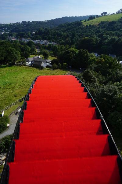 Najväčšie vodou poháňané kolo sveta Lady Isabella v Laxey na ostrove Man sa celé otočí trikrát za minútu