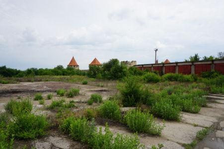 Okolie pevnosti je zanedbané