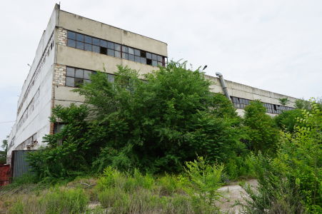 Stará opustená továreň v blízkosti pevnosti