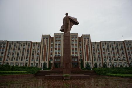 Sídlo vlády Podnesterska a socha Lenina