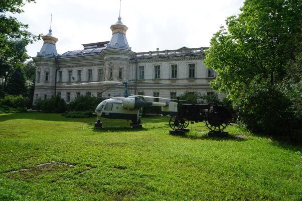 """Národné múzeum histórie Moldavska a vonkajšia """"expozícia"""""""