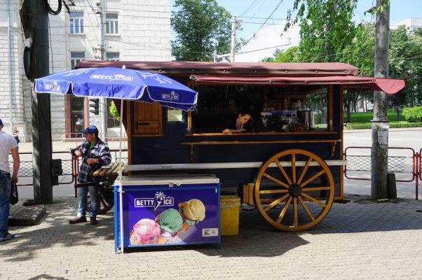 Hlavné kišiňovské námestie - v lete padne dobre zmrzlina