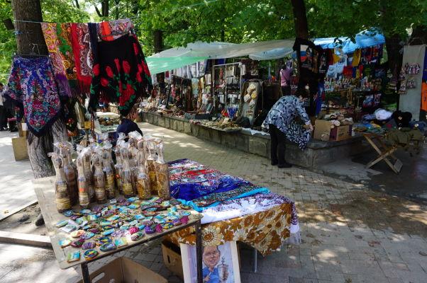 Tržnica v parčíku na Bulvári Štefana Veľkého v Kišiňove
