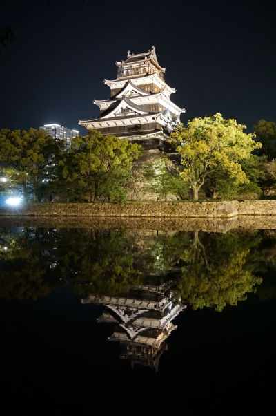 Hrad v Hirošime v noci