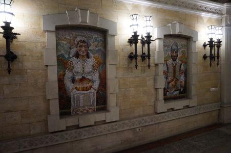 Mozaiky pri vstupe do múzea pripomínajú kultúru pestovania vínnej révy v Moldavsku