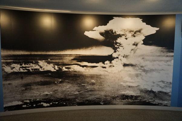 Fotografia atómového hríbu nad Hirošimou - Múzeum mierového memoriálu v Hirošime