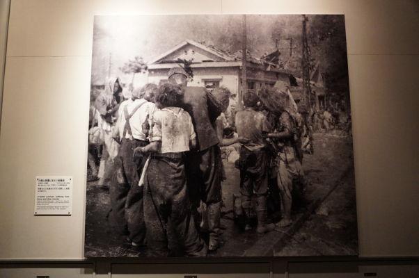 Preživší s popáleninami po atómovom útoku na Hirošimu - Múzeum mierového memoriálu v Hirošime