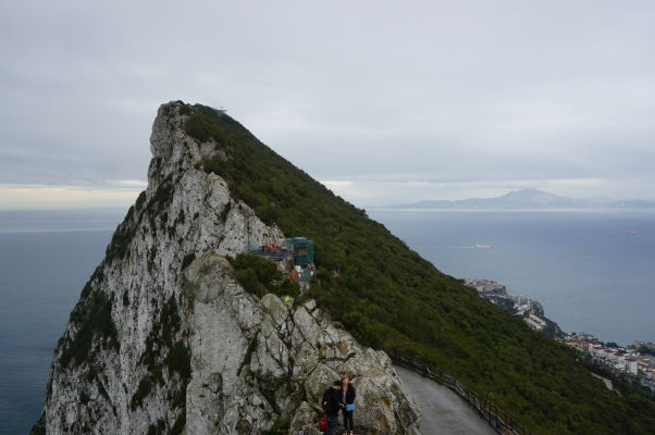 Gibraltarská skala, v pozadí najjužnejší výbežok Španielska