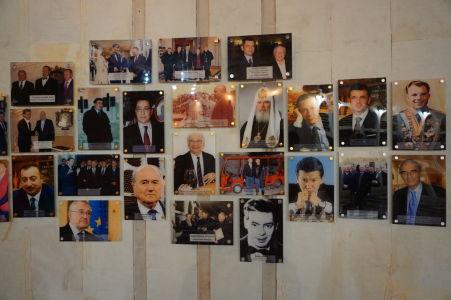 Fotografie významných osobností, ktoré Cricovu navštívili - úplne vpravo je možné vidieť Jurija Gagarina