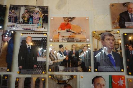 Fotografie významných osobností, ktoré Cricovu navštívili - Putin, Merkelová, Kukan, ...