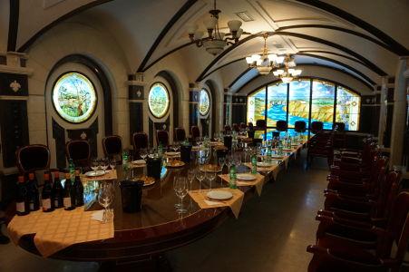 Jedna z miestností, v ktorej prebiehajú ochutnávky vína
