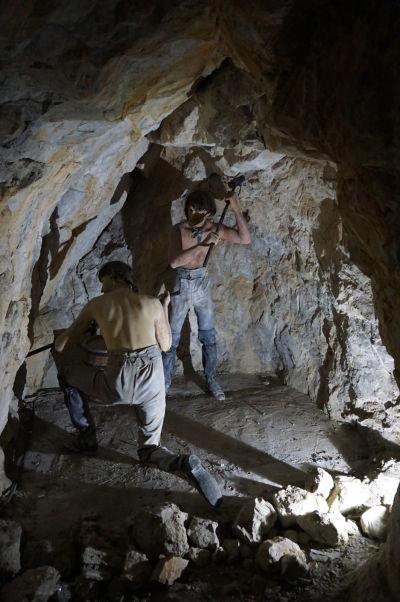 Kasematy (obranné tunely) v skale na Gibraltári - dnes fungujú ako múzeum s expozíciami vyobrazujúcimi život počas Veľkého obliehania