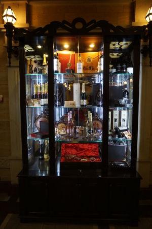 Prémiové fľaše vína v Prezidentskej sále