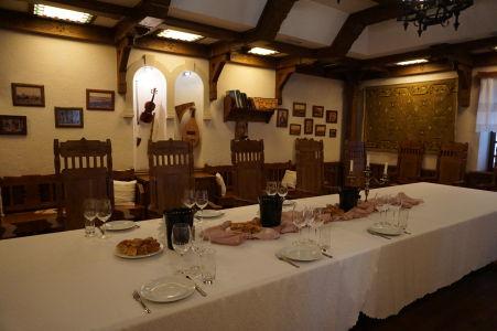 Ďalšia z miestností pre ochutnávku vína - tentokrát zariadená v moldavskom tradičnom štýle