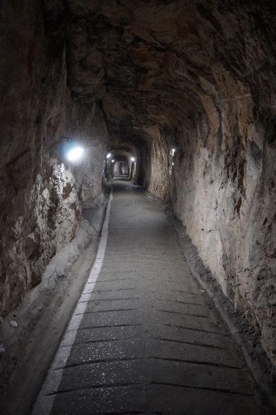 Kasematy (obranné tunely) v skale na Gibraltári