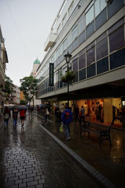 Main Street (Hlavná ulica) na Gibraltári - pešie korzo a srdce mesta s množstvom obchodov, butikov a reštaurácií