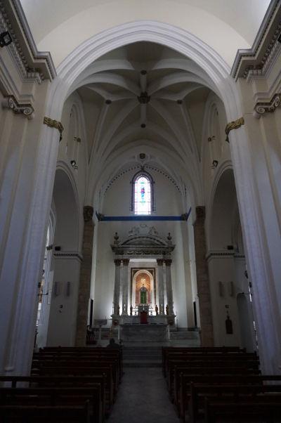 Katolícka Katedrála Korunovanej Panny Márie na Gibraltári - interiér kostola je gotický