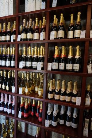 Obchod s vínom je v Cricove zásobený dobre